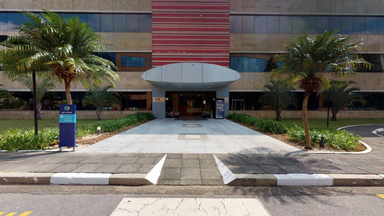 Fachada de edifício comercial em São Paulo